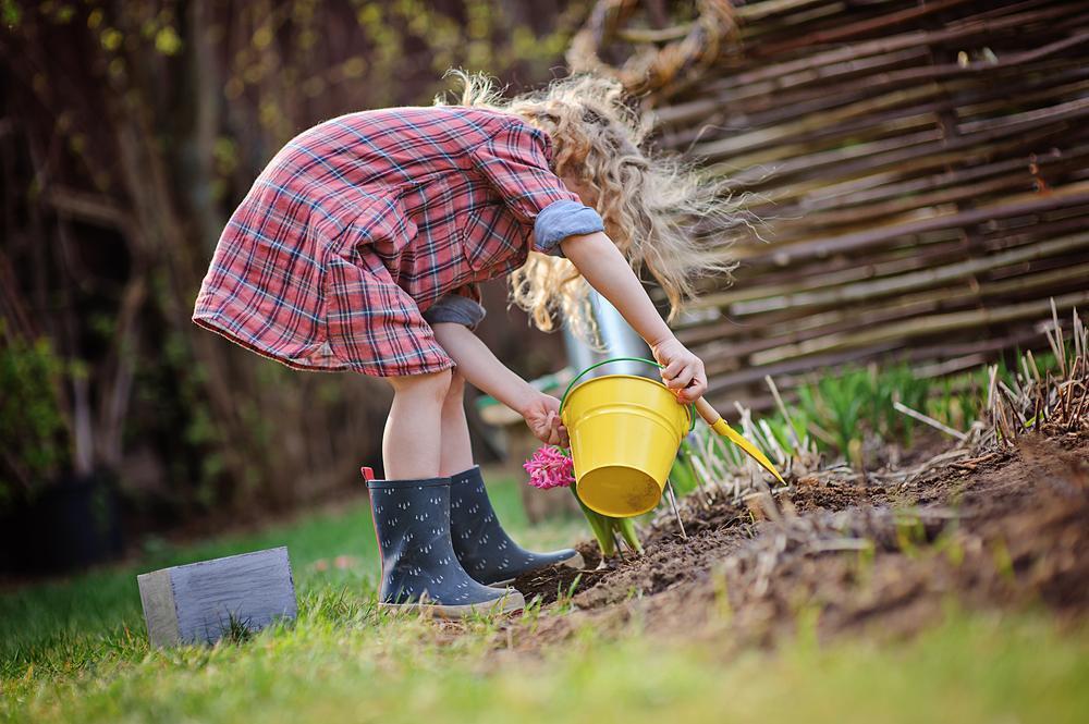 Pięć rzeczy, które warto zrobić z dziećmi wiosną – pomysły na rodzinną majówkę