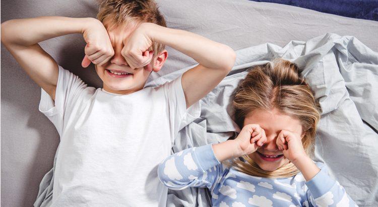 Dlaczego warto wcześniej budzić dzieci?