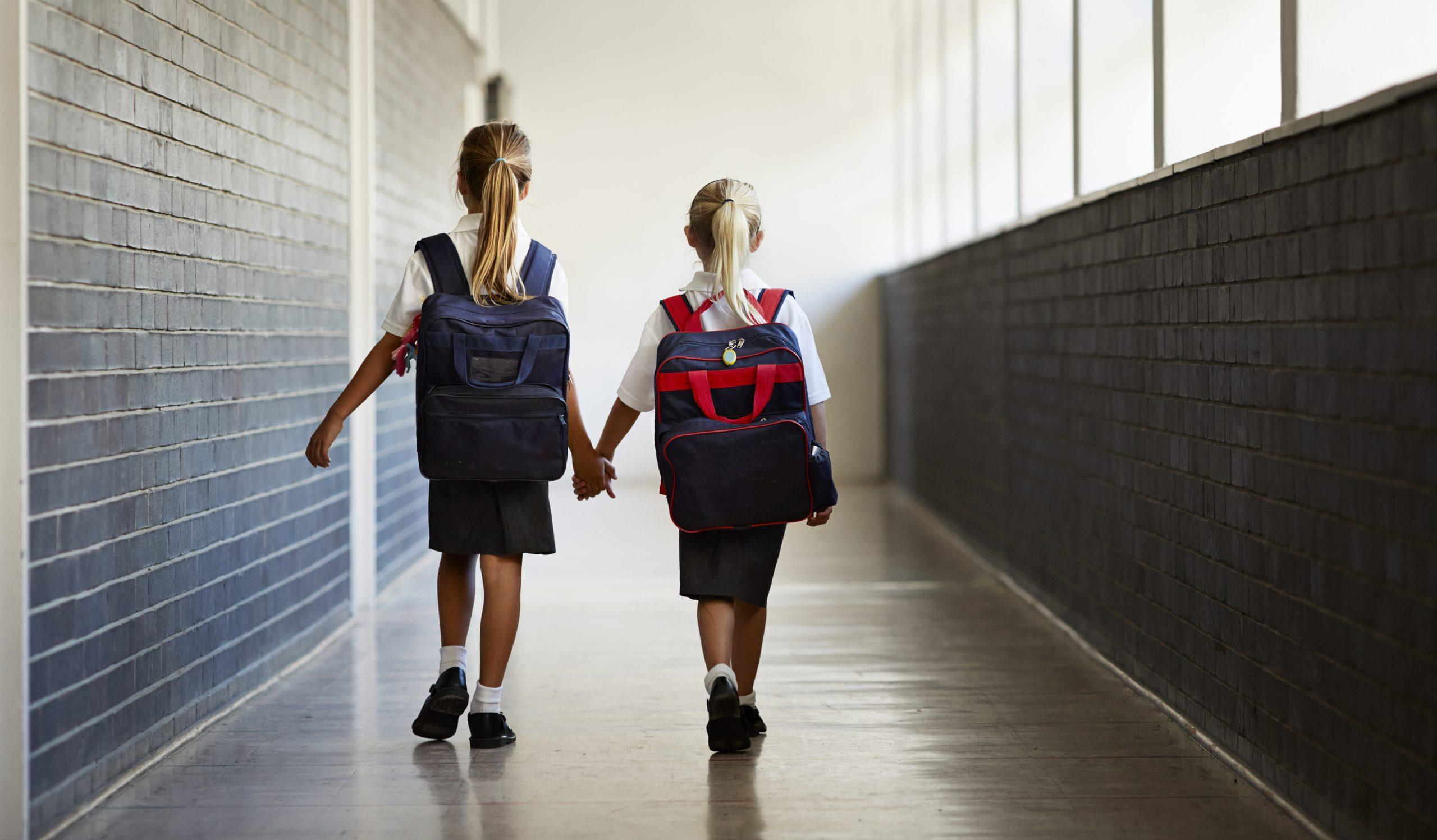 Ciężki plecak dla dziecka – jak mu pomóc?