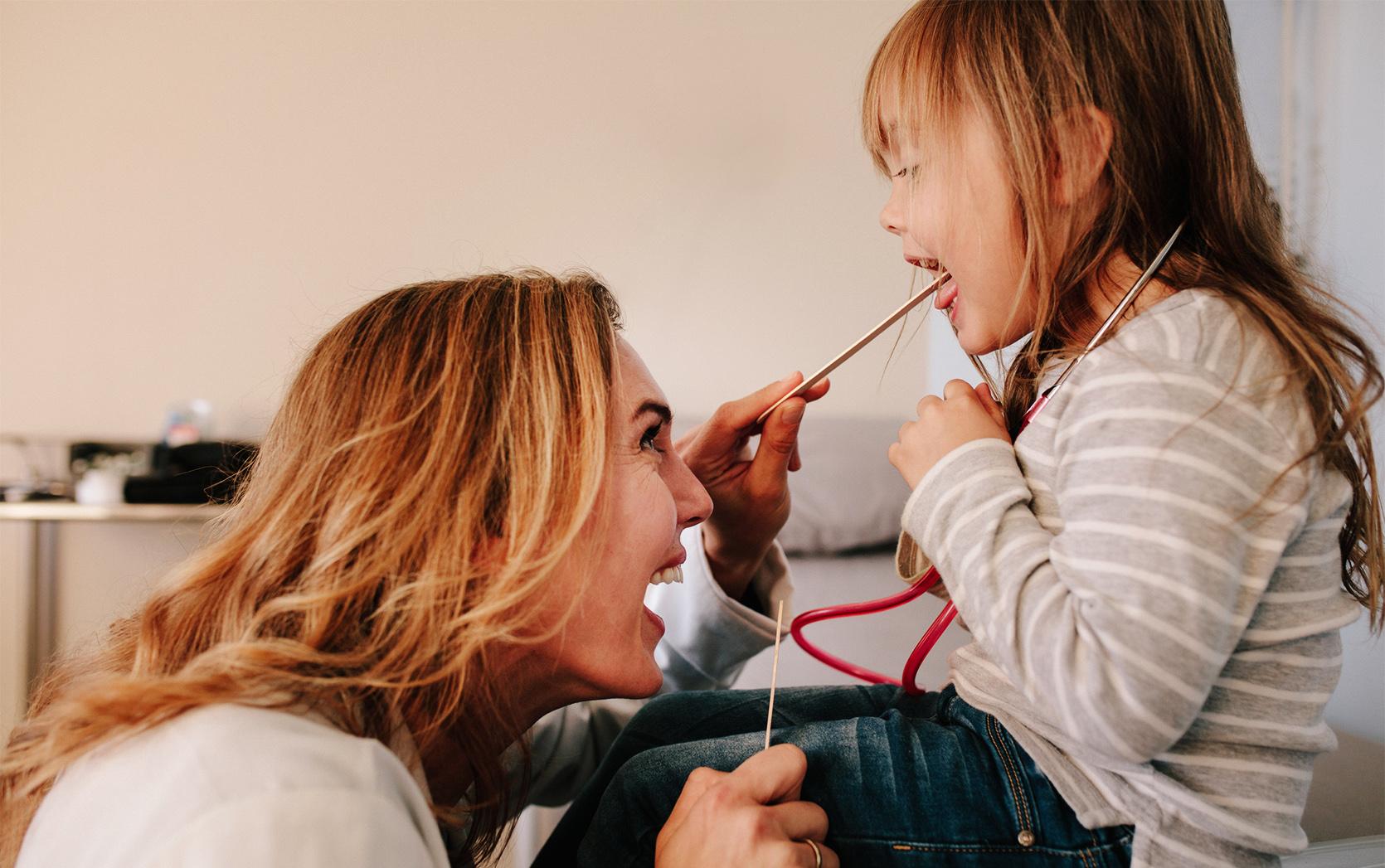 Czerwone gardło u dziecka/fot. iStock