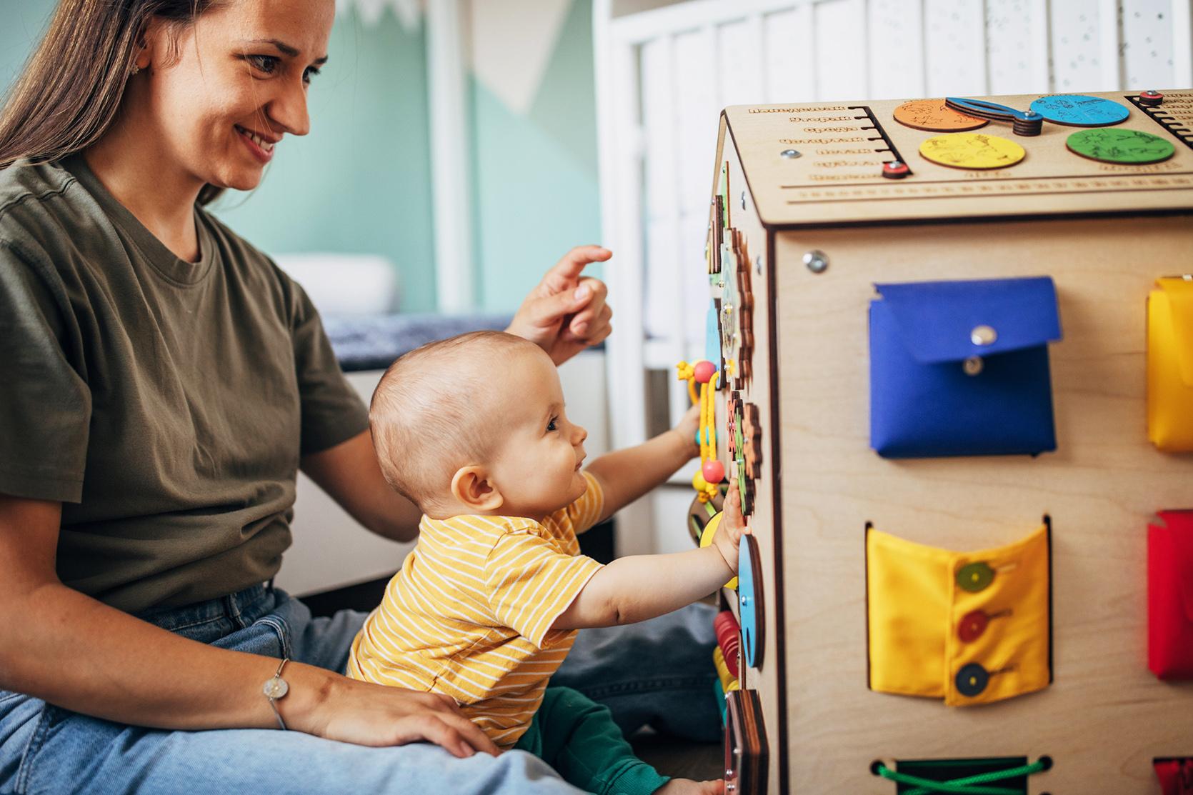 Czy wiesz, czym jest tablica manipulacyjna dla dzieci?